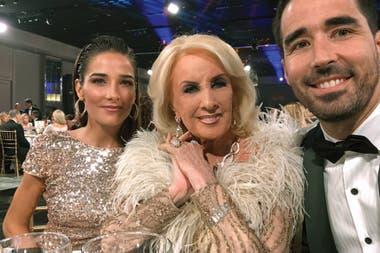 Mirtha Legrand junto a sus nietos, Juana y Nacho Viale
