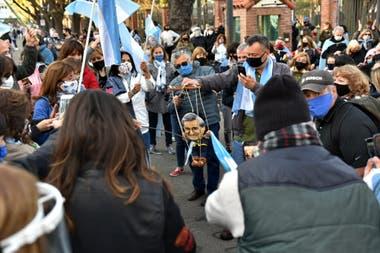 Los manifestantes se congregaron frente a la Quinta de Olivos durante el banderazo del 19S