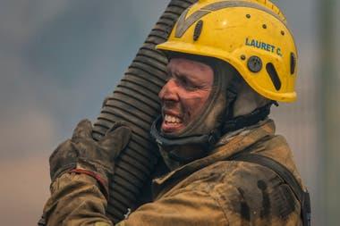 Hace seis días que los bomberos luchan contra el fuego en Córdoba.