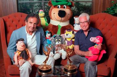 Joe Barbera y Bill Hanna posaron junto a algunos de sus personajes allá por 1988