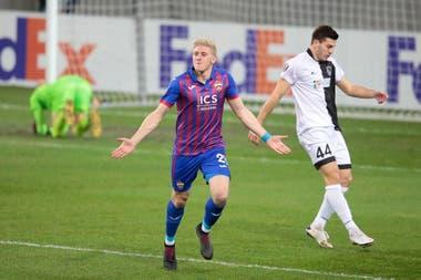 Adolfo Gaich festeja su gol contra el Wolfsberg