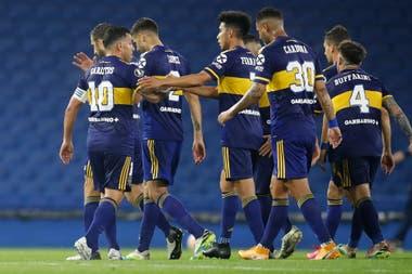 Edwin Cardona en primer plano en el festejo del segundo gol de Carlos Tévez contra el Caracas FC.
