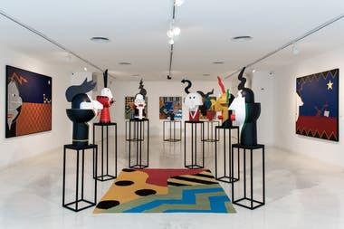Los artistas llenaron las salas del museo de vida y color, con personajes surrealistas