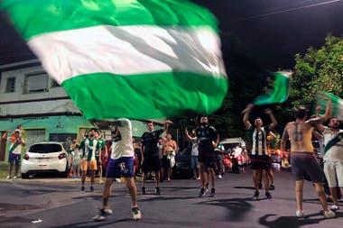 Todo verde y blanco: así vivieron los hinchas el final del encuentro en Peña y Arenales