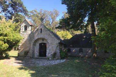 La iglesia de Santa Silvina, el campo que era de la familia Acevedo, y que en 1944 construyó una capilla a imagen y semejanza de la Porciúncula de Asís