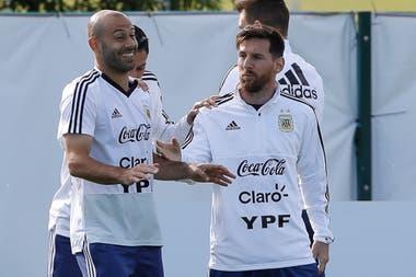 Mascherano disfruta de sus últimas semanas en la selección, acompañado por Messi: el Jefe se propuso ocupar una función protagónica en Rusia 2018