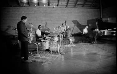El mejor cuarteto en plena acción: Coltrane (saxo tenor), Jones (batería), Garrison (contrabajo) y McCoy Tyner (piano)