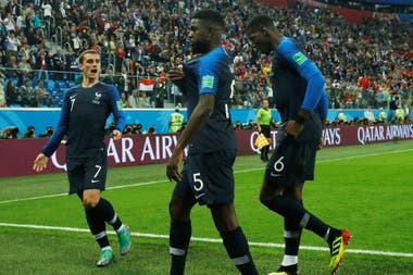 Francia se pone en ventaja ante Bélgica con gol de Umtiti