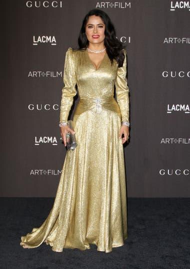 Salma Hayek, imponente en un vestido dorado de Gucci para la gala de LACMA en honor al cine