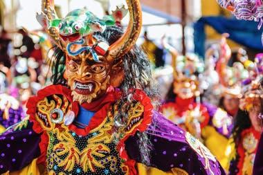 """Para no perderse entre los bailes y tambores, una guía continental de esta celebración que cae """"oficialmente"""" entre el 2 y el 5 de marzo, pero que ya vibra desde la Argentina hasta Panamá"""