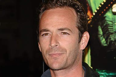 Luke Perry interpretaba a Fred Andrews, padre del protagonista, Archie