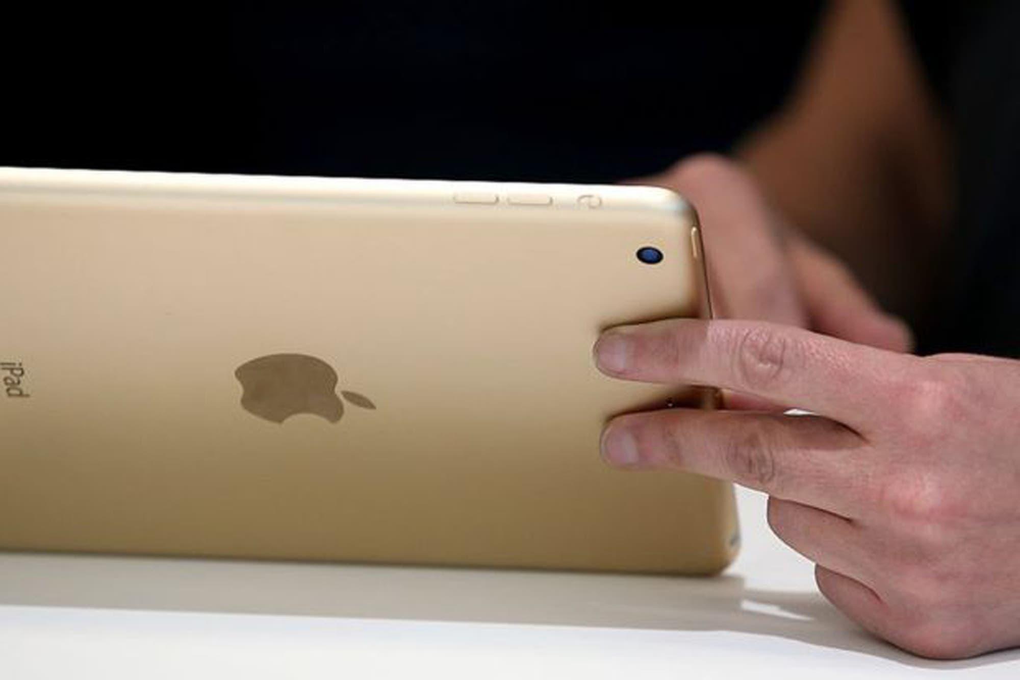 El curioso caso del niño que bloqueó la tableta de su padre por 48 años