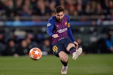 Lionel Messi marca el primer gol ante Manchester United en el Camp Nou