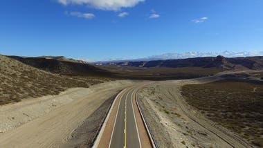 Con este camino los usuarios ahorran más de una hora de viaje y acortan unos 100 km del trayecto entre ambas localidades, que antes debía efectuarse a través de la rutas nacionales 143 y 144