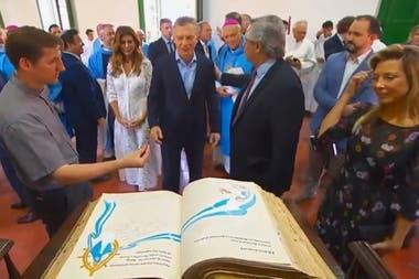 Mauricio Macri y Alberto Fernández, en Luján