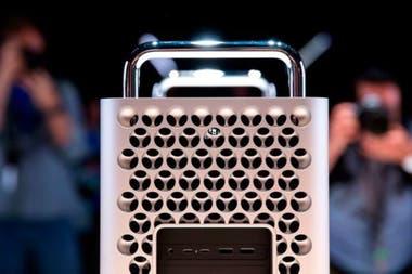 El ordenador tiene 3 grandes disipadores de calor que se suman a las ventilas tridimensionales para evitar la generacin de altas temperaturas