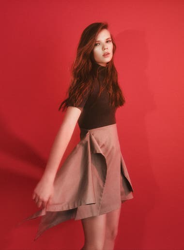 Vestido polera tejido con falda irregular (Jazmín Chebar)