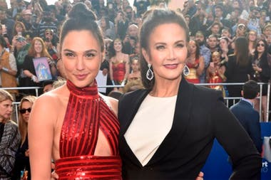 Gal Gadot and Lynda Carter, the two