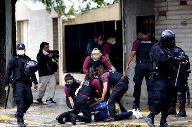 La policía detuvo a familiares de los reclusos