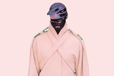 Kimono con lazos creado por Chain, bordado con hilos antiguos y realizado 100% en material biodegradable.