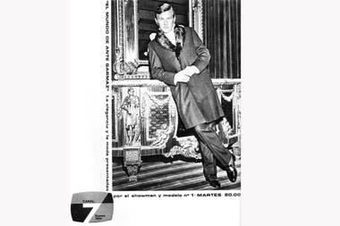 Ante Garmaz en una publicidad de Canal 7. Su porte era perfecto. Disfrutaba con el exotismo y con la utilización de pieles en sus prendas.