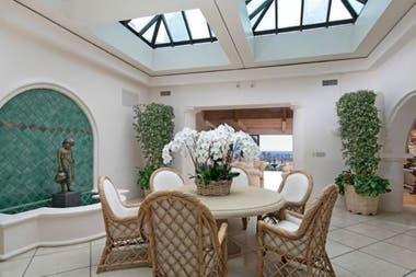 LeBron ya es propietario de otras dos viviendas en el estado de California. En 2015, compró una casa de 21 millones de dólares en Brentwood. Y en 2018, adquirió la segunda mansión en 23 millones de dólares en la misma área