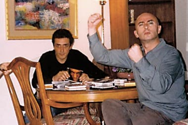 Los ingenieros Breuer y Herrera junto al Indio Solari, durante la masterización de Momo sampler en Nueva York