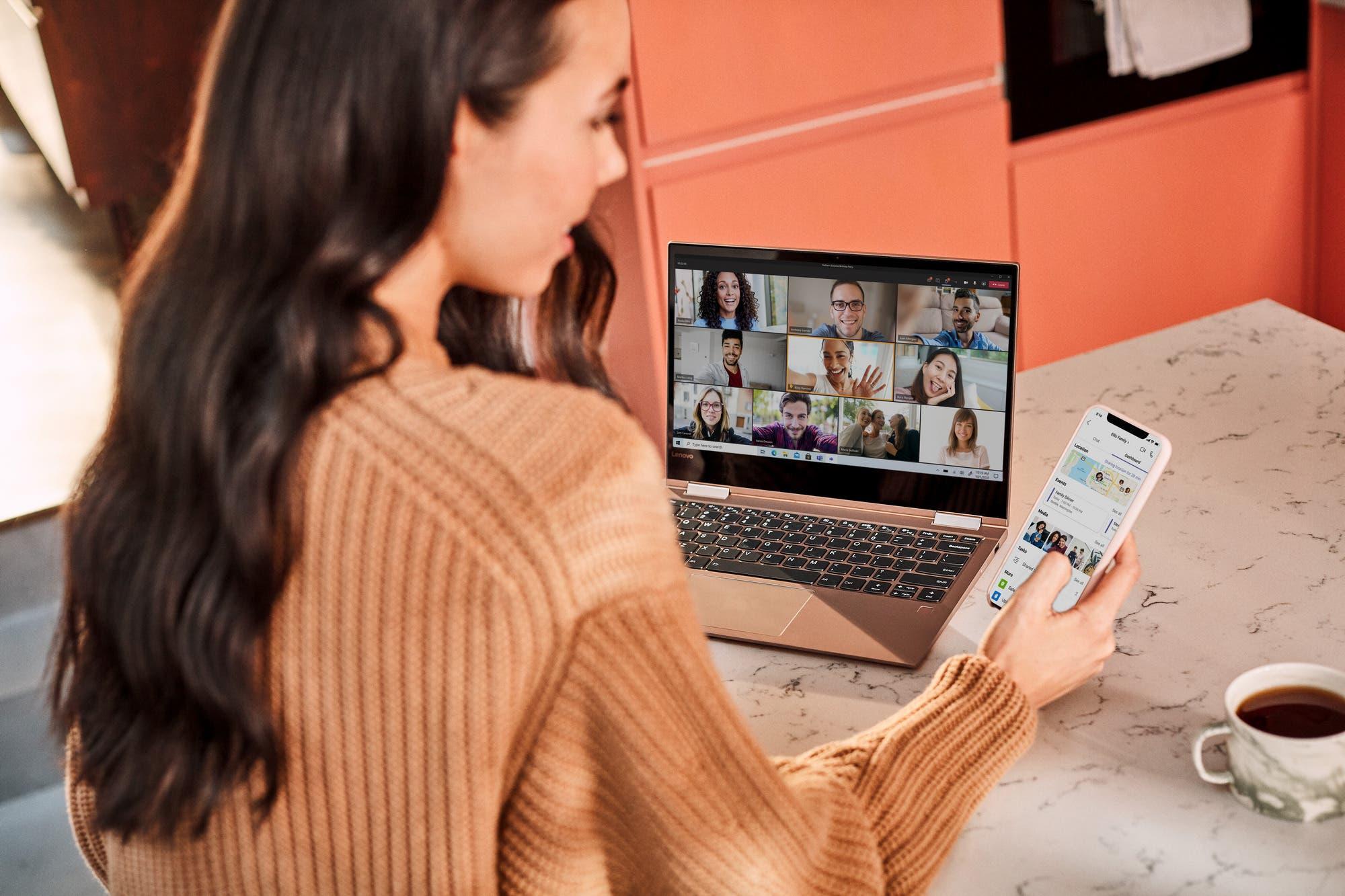Microsoft Teams permite crear chats grupales de hasta 250 personas y videollamadas gratuitas durante todo el día