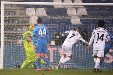 Ronaldo ya remató de zurda, Ospina no pudo y es gol: el que abrió ell camino a la victoria de Juventus y le otorgó al portugués una marca particullar.