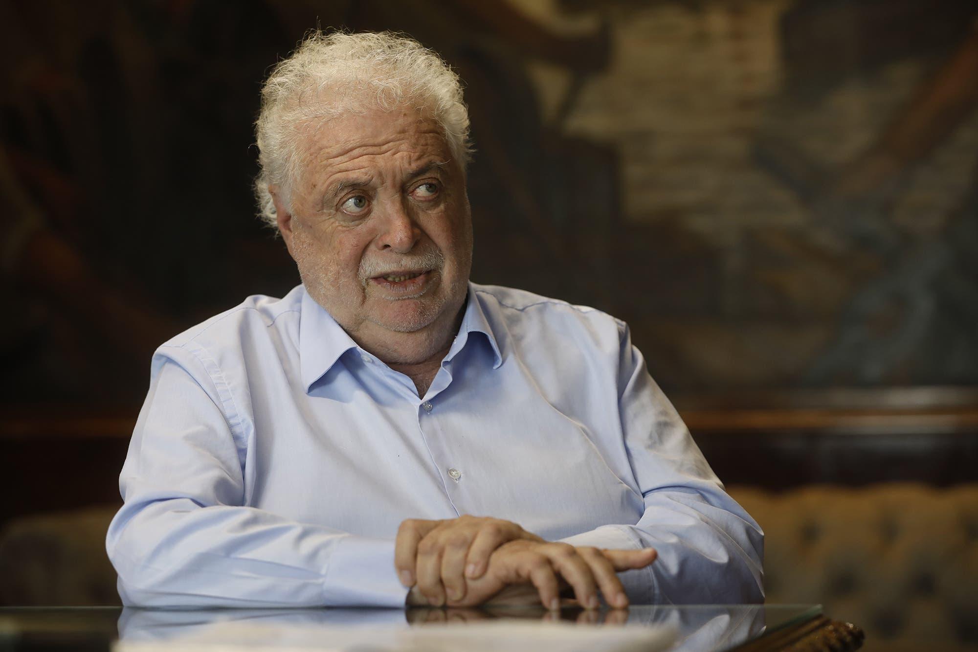 Ginés González García y el coronavirus: un año lleno de traspiés