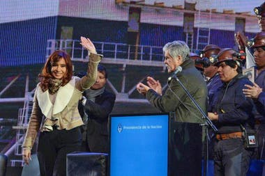 Cristina Kirchner, en la inauguración de la central eléctrica que dos años después aún no funciona