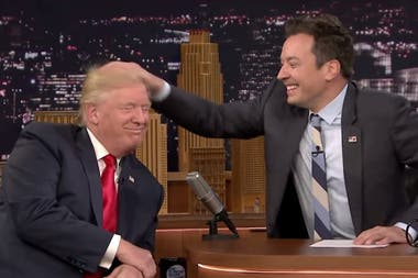 Jimmy Fallon despeina a Donald Trump
