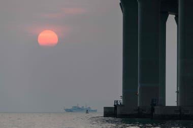 Tiene 55 kilómetros de largo y conectará las ciudades de Hong Kong, Zhuhai y Macao en China.