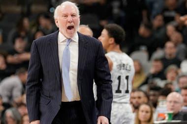Gregg Popovich es el tercer entrenador con más victorias (1221) en la historia de la NBA