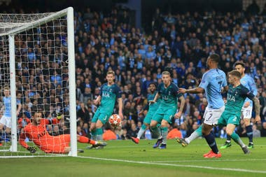 Sterling anotó para Manchester City dos goles en 21 minutos