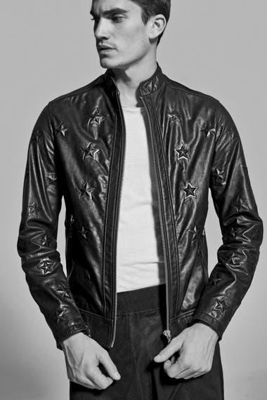 La marca del modelo Tomás Guarracino nació con impronta internacional y es otro ejemplo de firmas locales que exportan