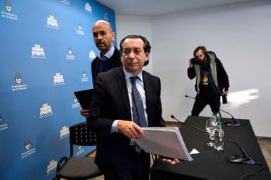 Los ministros de Producción y Trabajo, Dante Sica, y de Transporte, Guillermo Dietrich brindaron una conferencia de prensa conjunta desde la quinta de Olivos