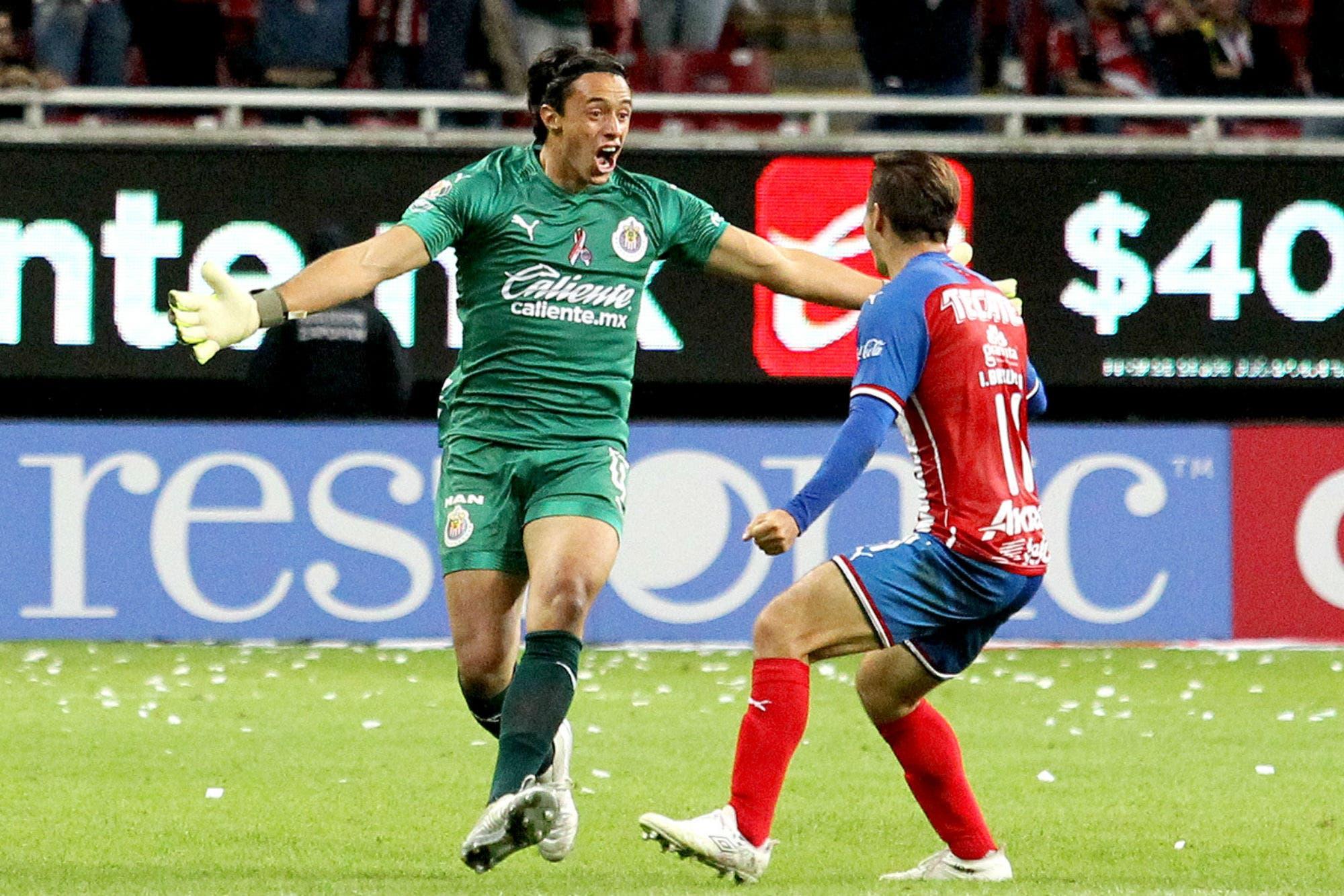 Rumbo al premio Puskas: el gol de arco a arco que festejó Chivas en México