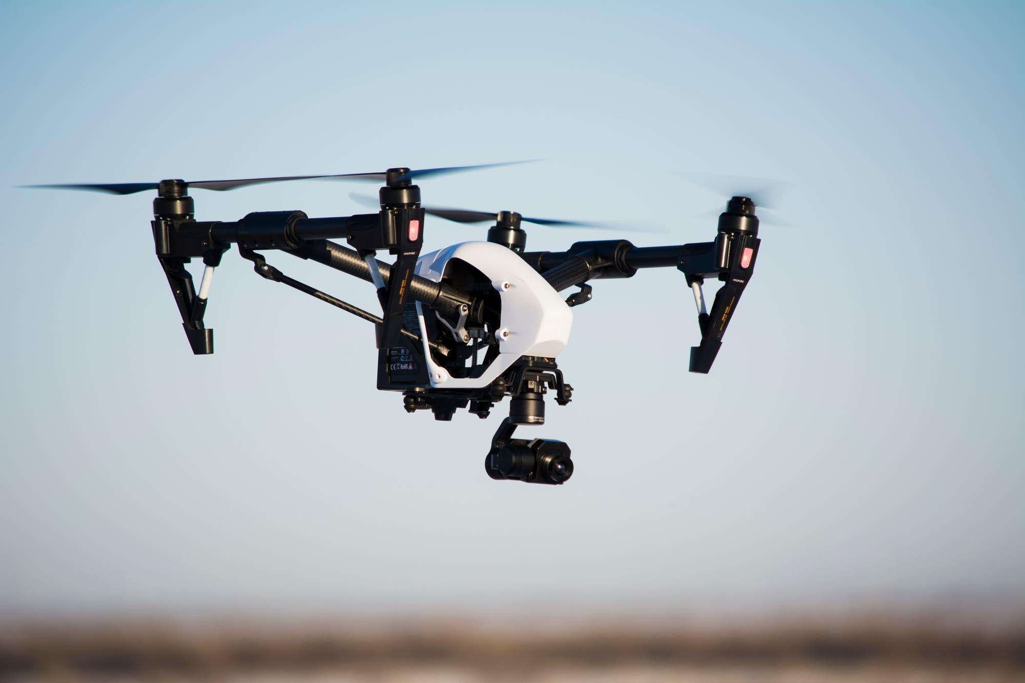 China utiliza drones con cámaras térmicas para medir la temperatura de las personas en cuarentena