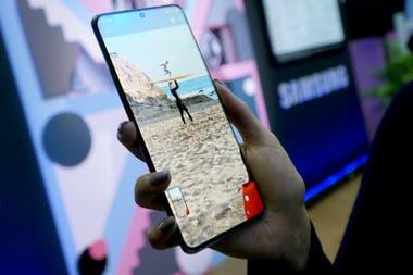 El Galaxy S20 Ultra tiene una pantalla de 69 pulgadas 16 GB de RAM y 512 GB de almacenamiento interno