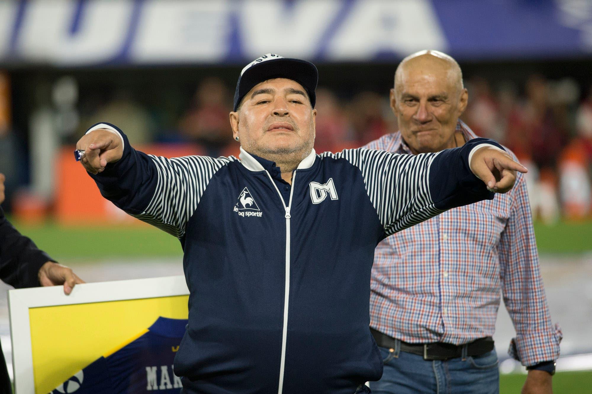 Coronavirus. Diego Maradona ofreció renegociar su contrato con Gimnasia y Esgrima