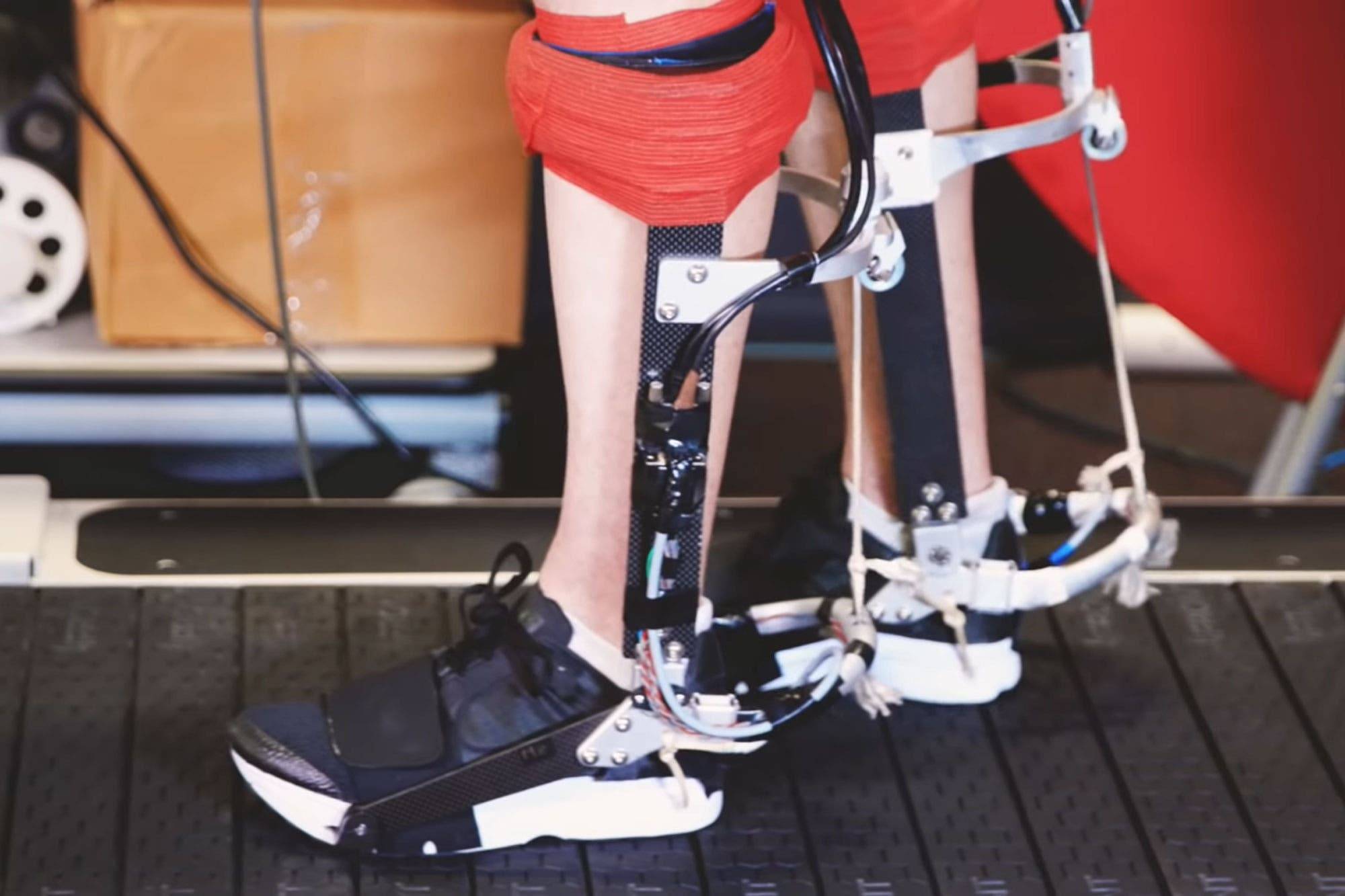 Desarrollan un exoesqueleto para caminar y correr con un menor gasto de energía
