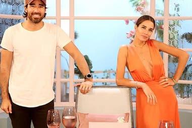 Con su hermano Nacho Viale como productor e inspirada por su abuela, Juana construyó un perfil de conductora amable pero controvertida