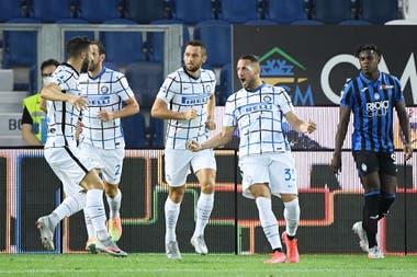 Al minuto de juego, Inter abrió el marcador, ante la desazón de Duvan Zapata