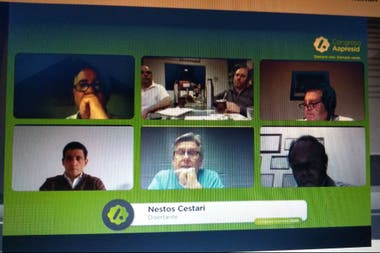 El panel de especialistas en maquinaria agrìcola durante el congreso de Aapresid