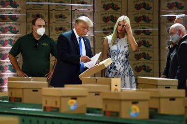 El presidente de Estados Unidos, Donald Trump, acompañado por su hija y asesora principal Ivanka Trump, en Carolina del Norte, el 24 de agosto pasado