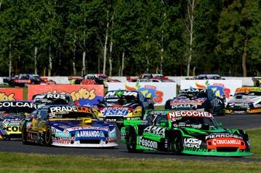 El eterno duelo del Turismo Carretera entre Juan Bautista De Benedictis (Ford) y Christian Ledesma (Chevrolet), dos de los clasificados para la Copa de Oro