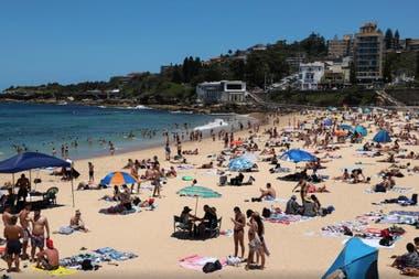 Un día de verano en Coogee Beach luego de un brote de la enfermedad por coronavirus en Sydney, Australia, el 13 de enero de 2021