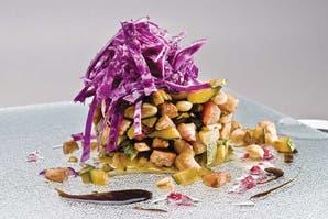 Ensalada tibia con hongos, garbanzos y remolacha