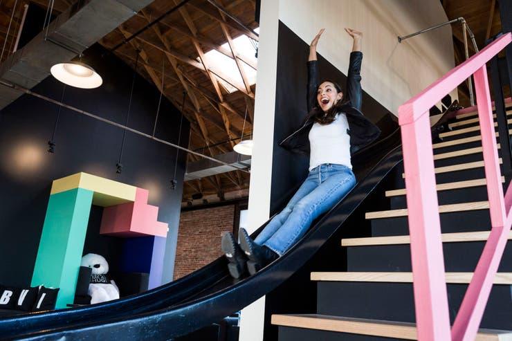 Las oficinas de Giphy Studios en Los Angeles tienen un tobogán para los invitados